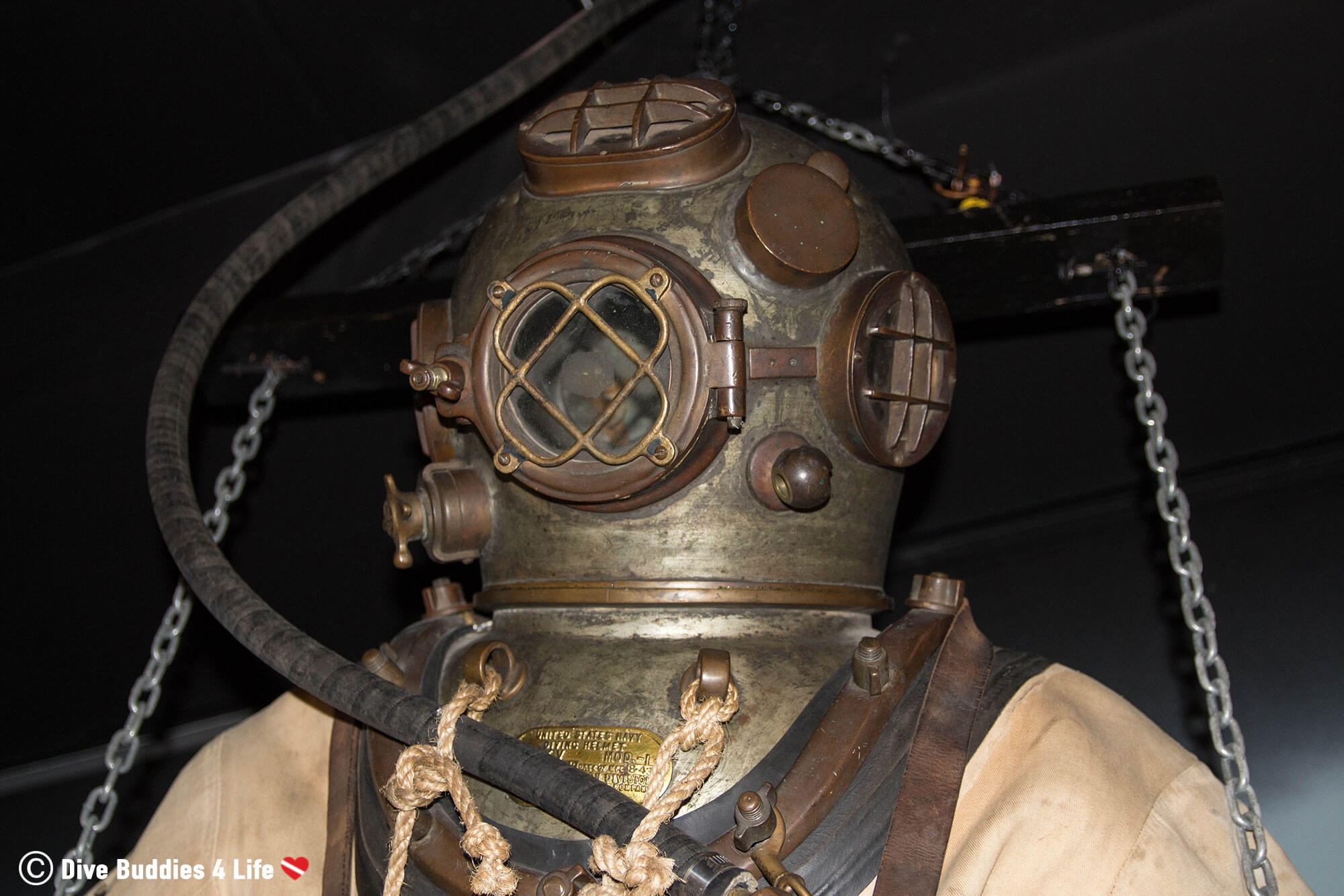 An Old School Dive Helmet In A Museum In Florida