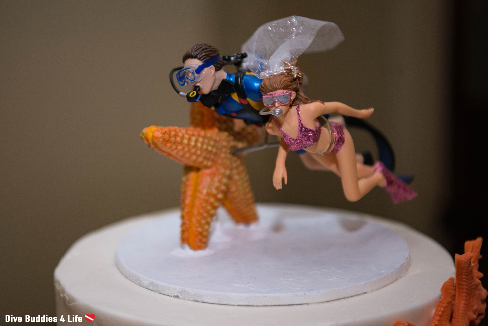 Boy And Girl Scuba Diver On The Wedding Cake Topper