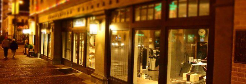 Champs d'Elise Window Shopping