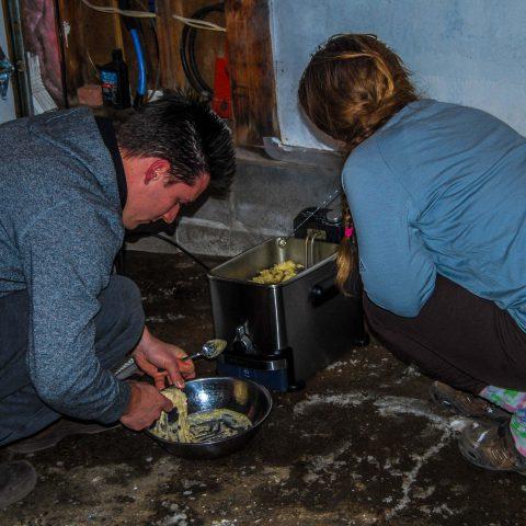 Frying Oliebollen in Garage